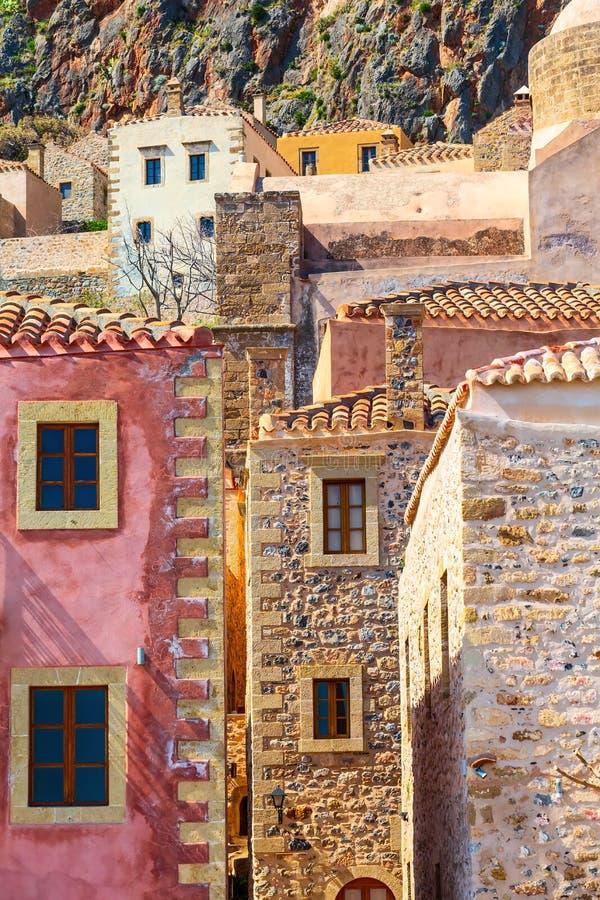 Взгляд домов Monemvasia старый в Пелопоннесе, Греции стоковое изображение rf