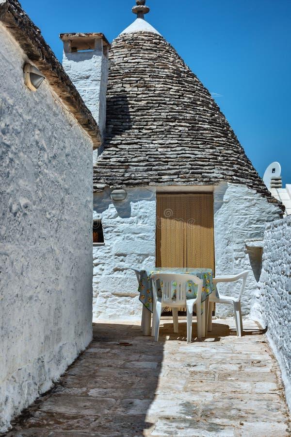 Взгляд домов Trulli в Alberobello стоковая фотография rf
