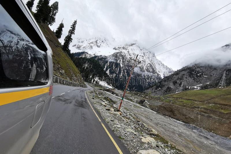 Взгляд дороги в Индии Кашмире стоковое фото