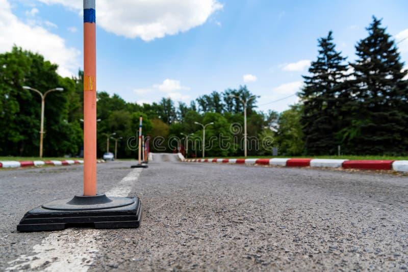 Взгляд дороги зоны цепи практики управляя школы стоковое фото