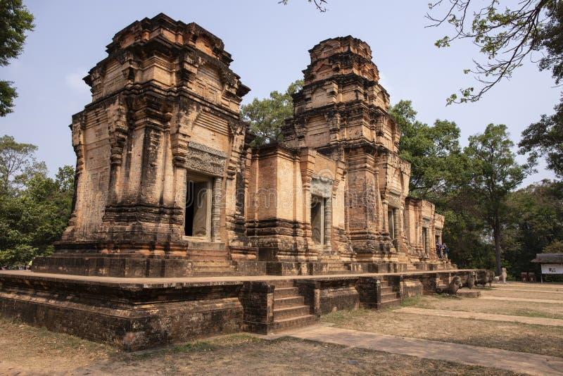 Взгляд древнего храма виска Kravan, Angkor Wat, Камбоджи Башня древнего храма в детали Angkor Wat леса стоковое фото rf