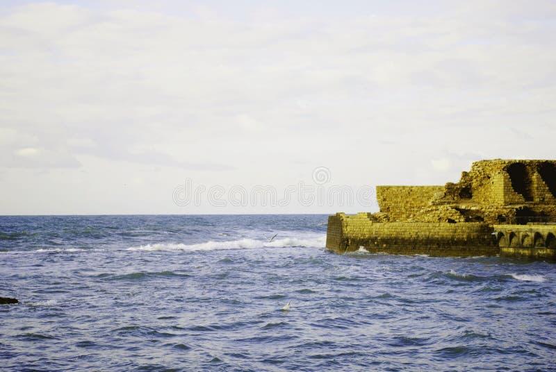 Взгляд древней крепости, Caesarea Израиль стоковая фотография