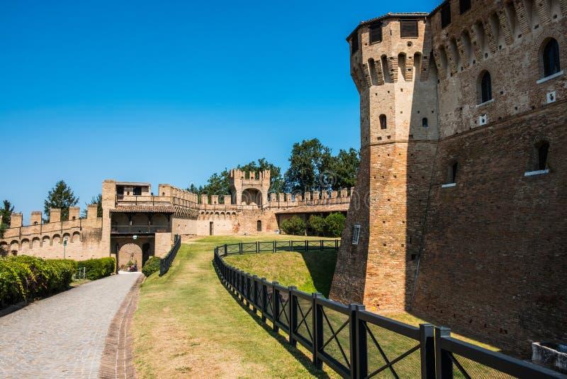 Взгляд замка Gradara, близко к Pesaro Италии стоковые фотографии rf