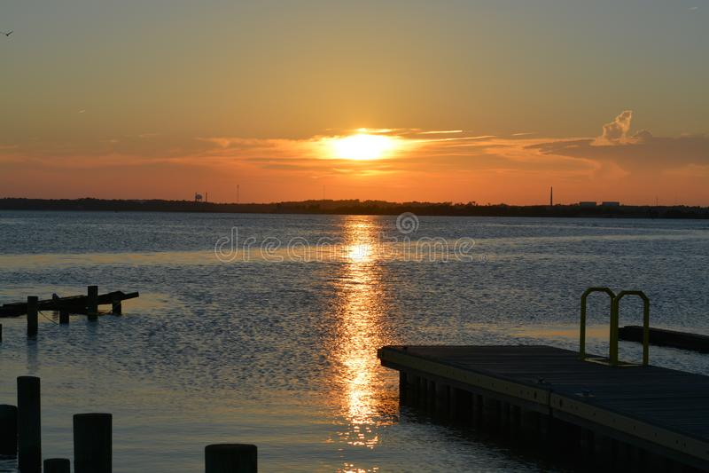 Взгляд захода солнца в конце острова стоковое фото rf