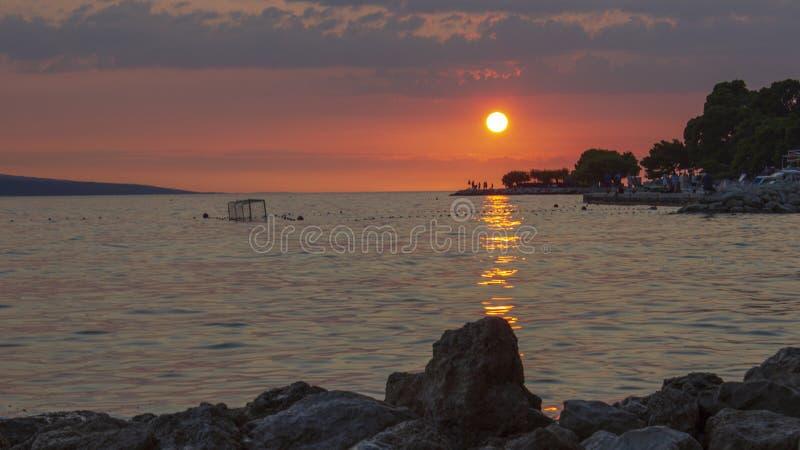 Взгляд захода солнца морем в Хорватии 2 стоковое изображение
