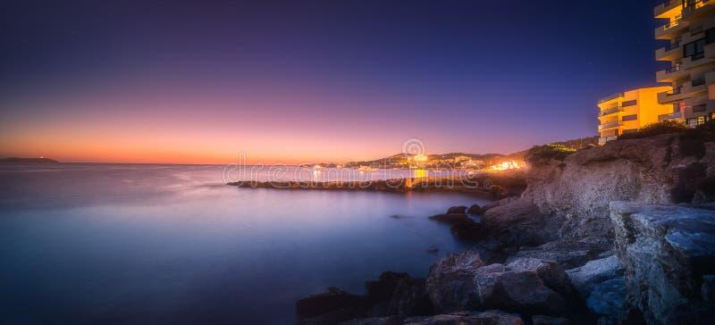 Взгляд захода солнца пляжа Сан Антонио и Ibiza, Испании стоковое фото rf