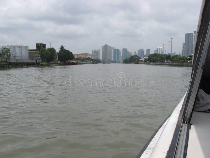 Взгляд зданий вдоль реки Pasig, Манилы, Филиппин стоковая фотография rf
