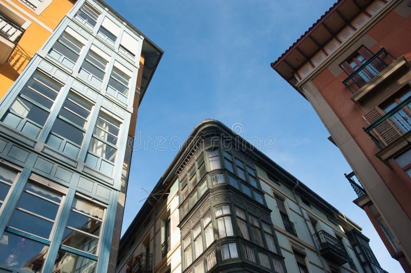 Взгляд зданий на солнечный день стоковая фотография rf