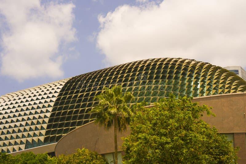 Взгляд известного и сногсшибательного сингапурского театра оперы, здания при изумительный футуристический дизайн расположенный в  стоковое изображение