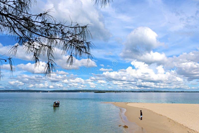 Взгляд Индийского океана Традиционная шлюпка доу на nea воды стоковое фото