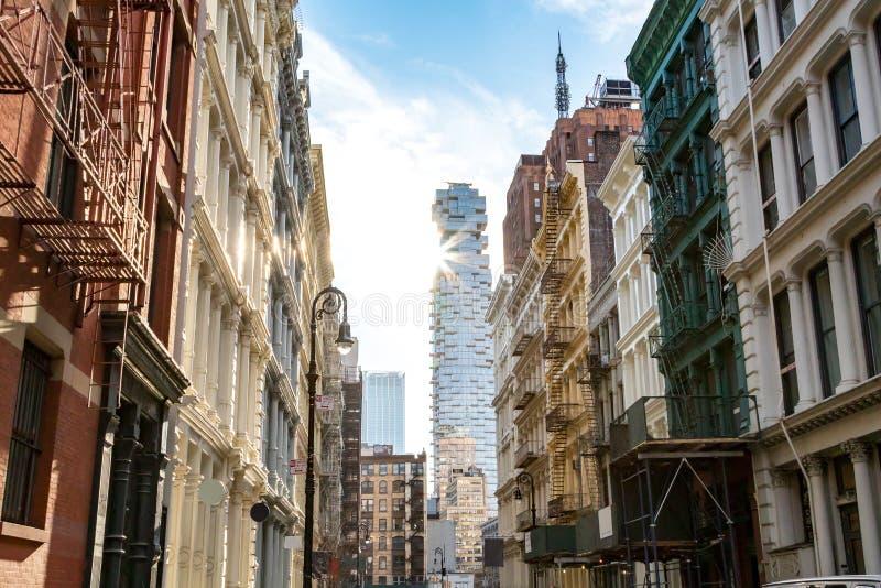 Взгляд исторических зданий вдоль улицы Greene в Нью-Йорке стоковые изображения rf