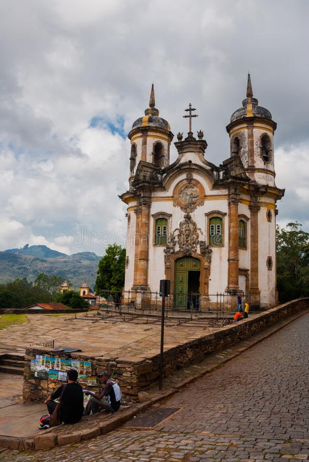 Взгляд исторической барочной церков Igreja Sao Francisco de Assis, Ouro Preto, мин Gerais, Бразилии стоковые фотографии rf