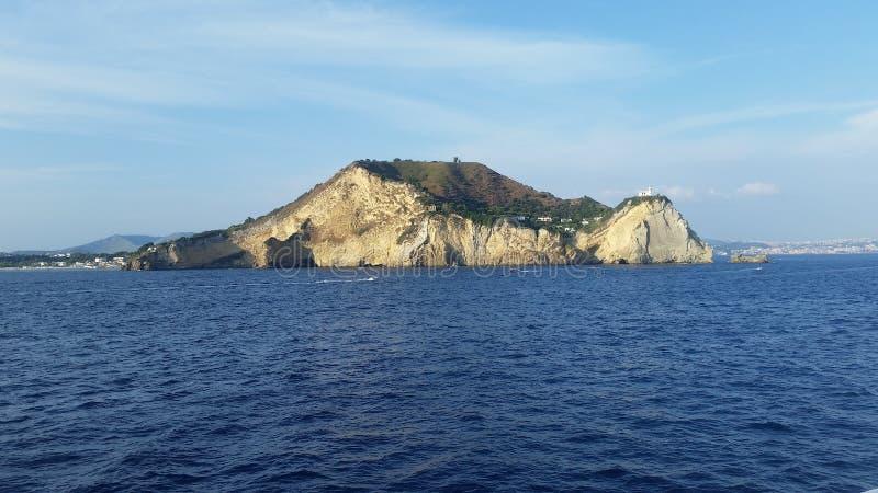 Взгляд каподастра Miseno, в заливе Pozzuoli Поля Phlegraean стоковое изображение