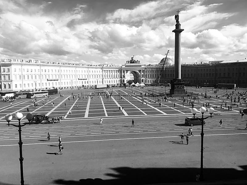 Взгляд квадрата дворца, Санкт-Петербург, Россия стоковые изображения