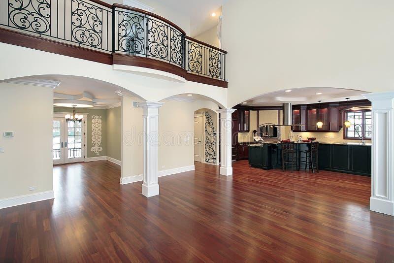 взгляд комнаты кухни живущий стоковое изображение
