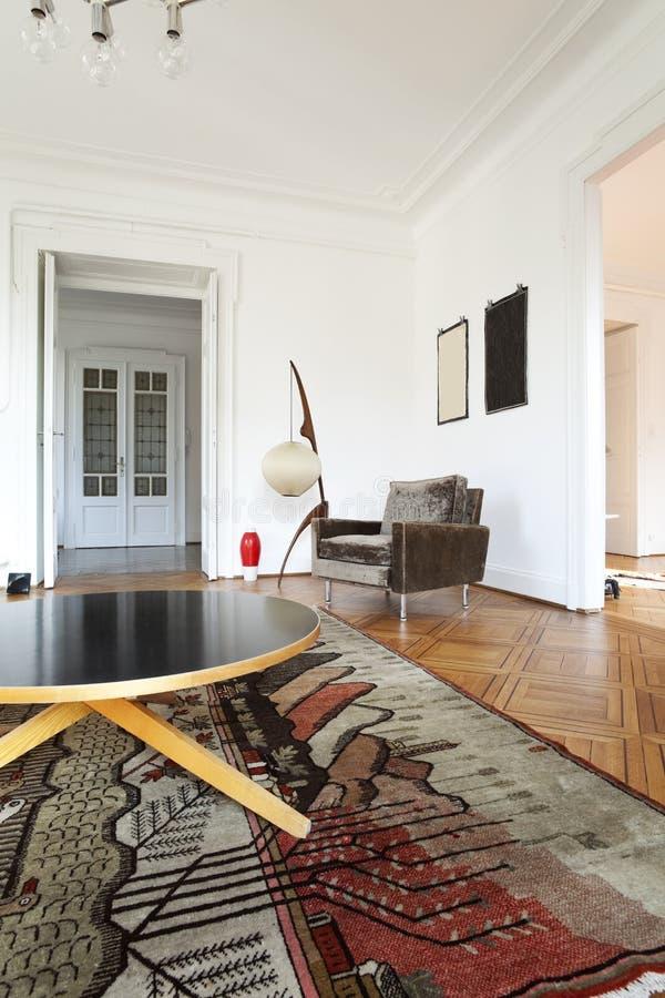 взгляд комнаты мебели живя ретро стоковые фото