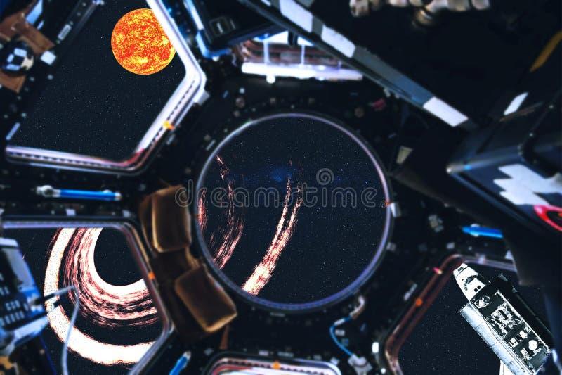 Взгляд космического летательного аппарата многоразового использования и планет солнечной системы от космической станции стоковое фото rf
