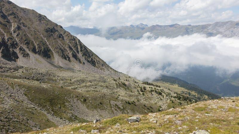 Взгляд красивого ландшафта в Альпах стоковая фотография rf