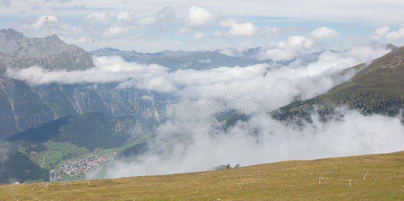 Взгляд красивого ландшафта в Альпах стоковое изображение