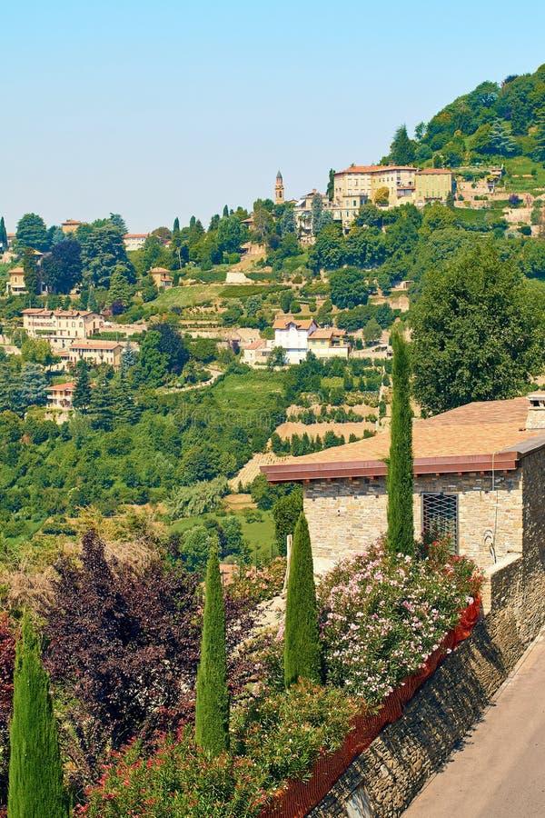 Взгляд красивого северного ландшафта лета Италии стоковое фото rf