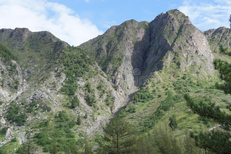 Взгляд красивой горной цепи в восточных горах Sayan в Туве стоковая фотография rf