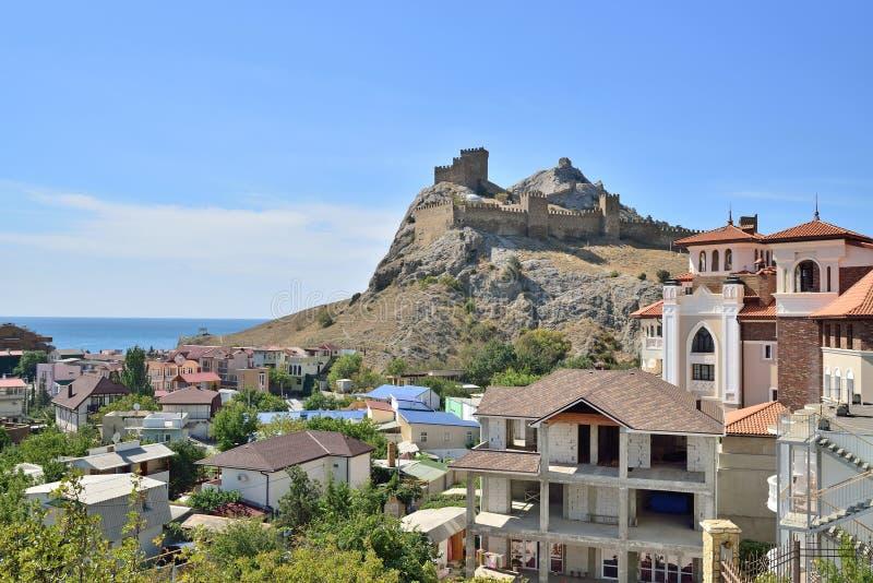 Взгляд крепости и дня города солнечного стоковая фотография