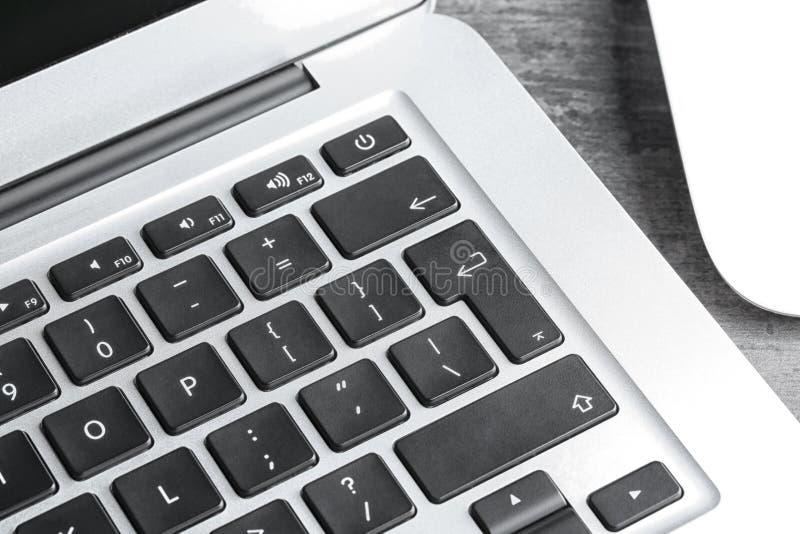 Взгляд крупного плана современной клавиатуры компьтер-книжки стоковое фото rf
