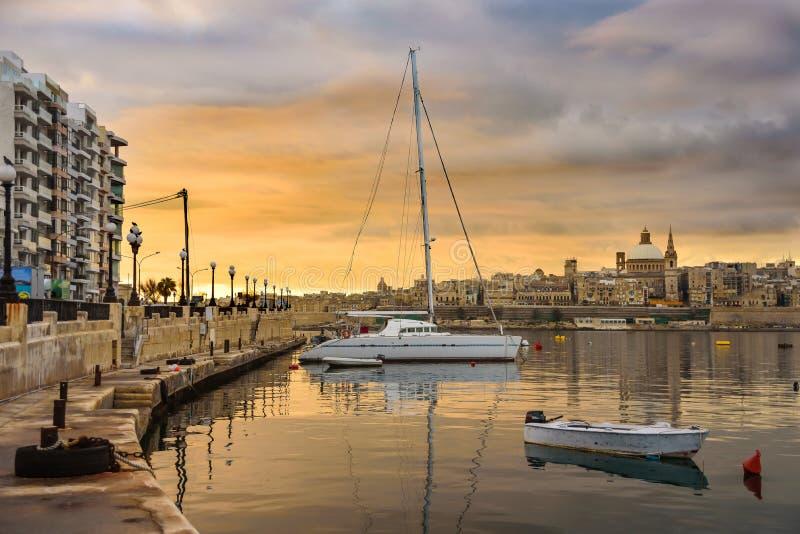 Взгляд к Валлетте, Мальте стоковое фото