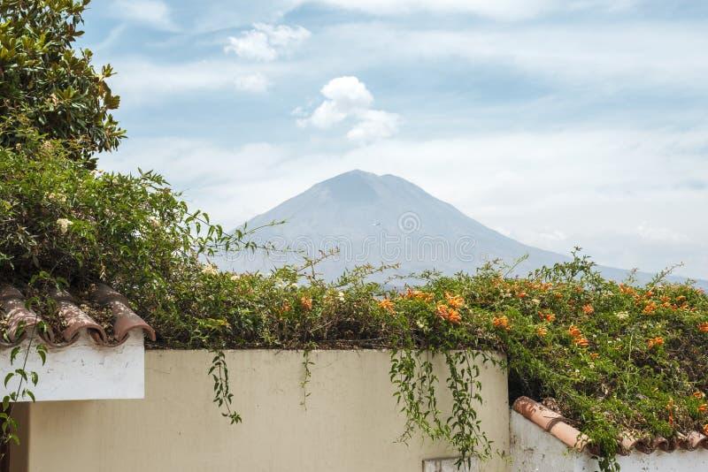 Взгляд к вулкану Misti стоковая фотография