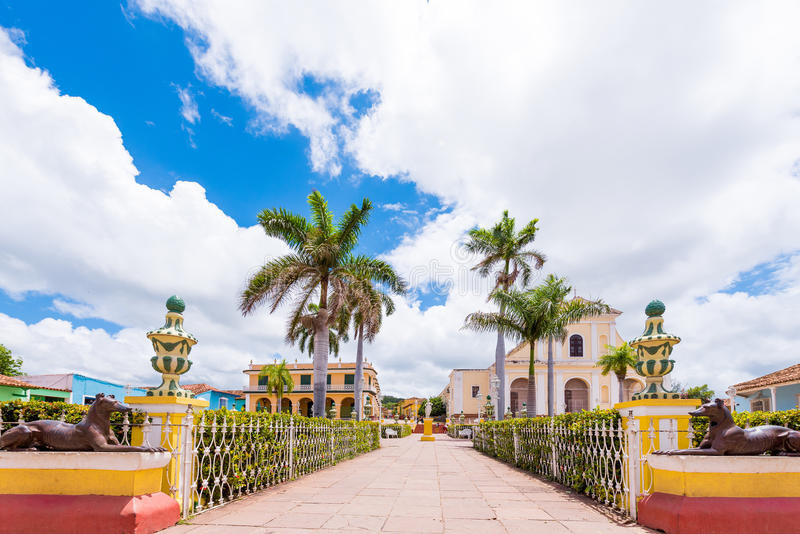 Взгляд к главной площади ` s города, Тринидад, Sancti Spiritus, Куба Скопируйте космос для текста стоковое фото