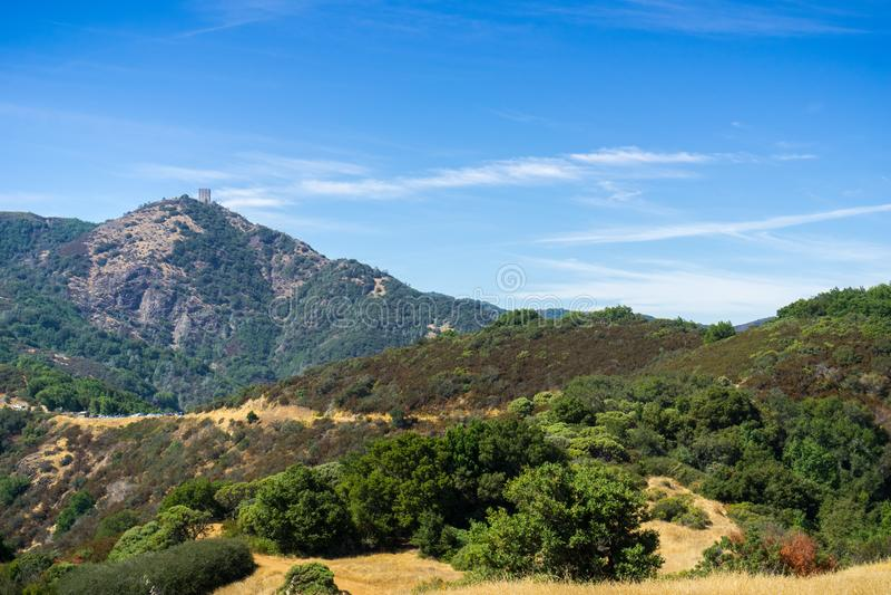 Взгляд к держателю Umunhum от облыселой горы стоковая фотография