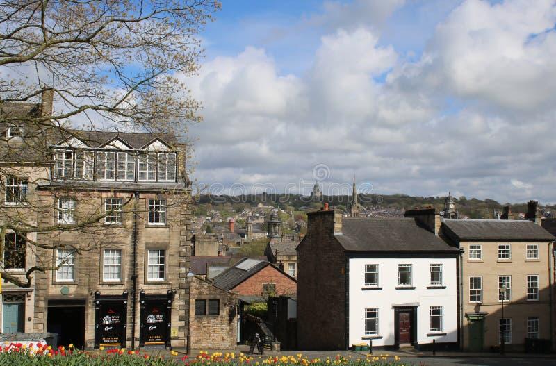 Взгляд к мемориалу Ashton от парка Ланкастера замка стоковые фотографии rf