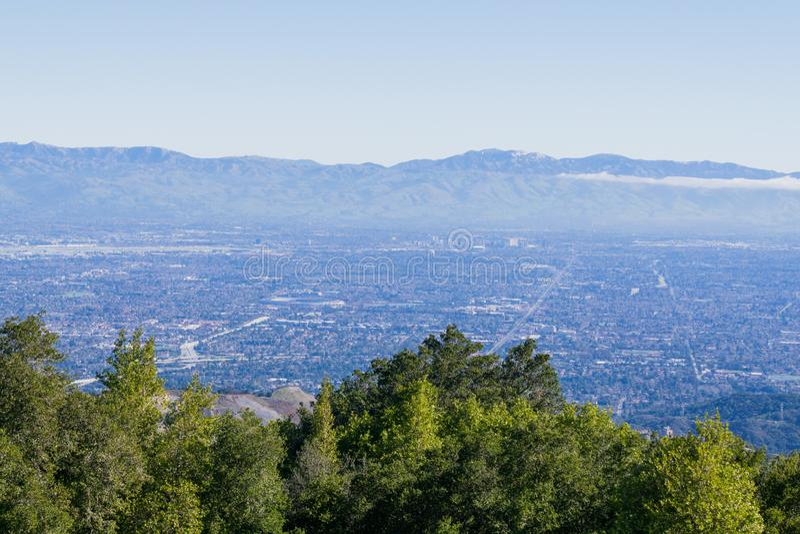 Взгляд к Сан-Хосе и Cupertino, югу San Francisco Bay, Калифорния стоковое фото rf