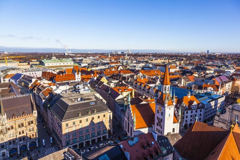 Взгляд к старой ратуше в Мюнхене стоковая фотография