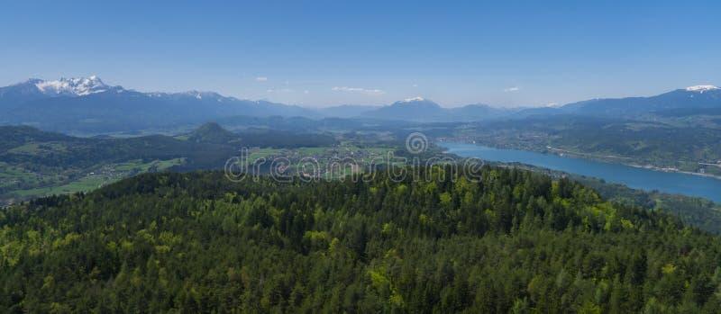 Взгляд ландшафта к горам karawanks стоковое изображение