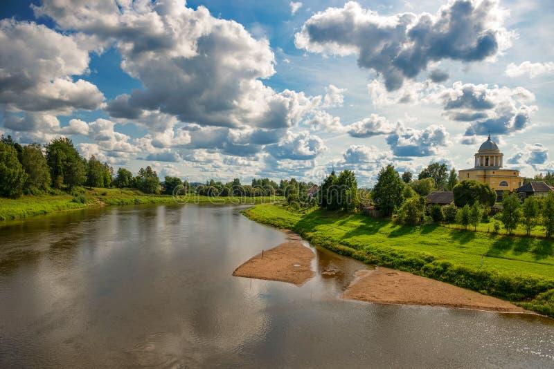 Взгляд левого берега реки Msta стоковое фото rf
