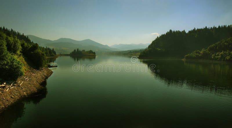 взгляд лета горы утра большого озера стоковое фото