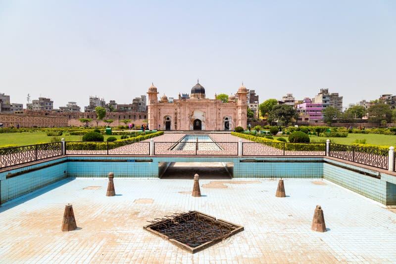 Взгляд мавзолея Bibipari в форте Lalbagh, Дакки, Бангладеша стоковые фото