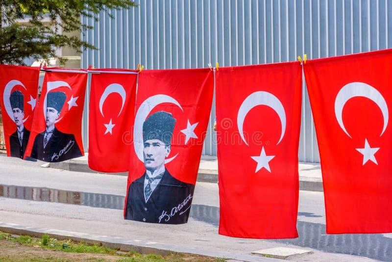 Взгляд много различных определенных размер флагов Turkish стоковое изображение