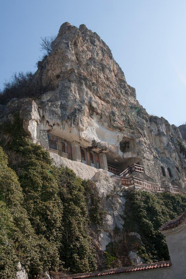 Взгляд монастыря Basarbovo, Болгарии стоковое изображение