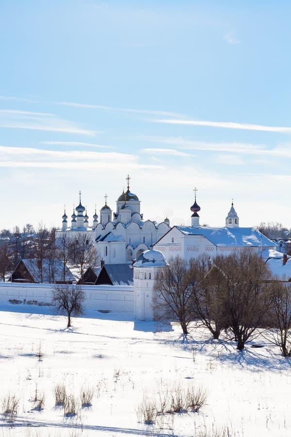 взгляд монастыря Pokrovsky в Suzdal в зиме стоковые изображения rf