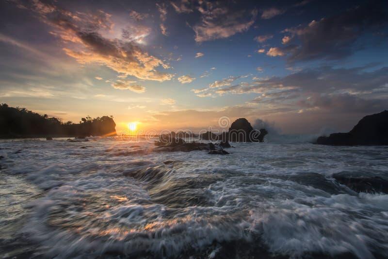 Взгляд моря, восход солнца стоковые изображения rf