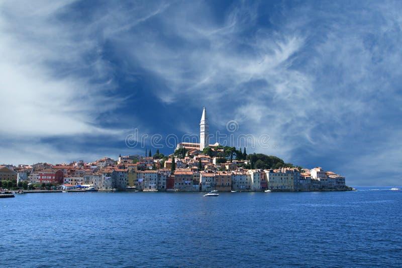 взгляд моря rovinj города старый стоковые фото