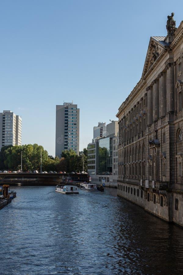 Взгляд моста запруды мельницы и Neuer Marstall стоковые изображения rf
