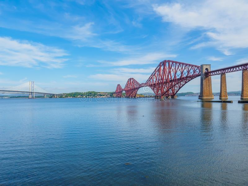Взгляд 3 мостов над лиманом вперед около Эдинбурга, Шотландии стоковые изображения rf