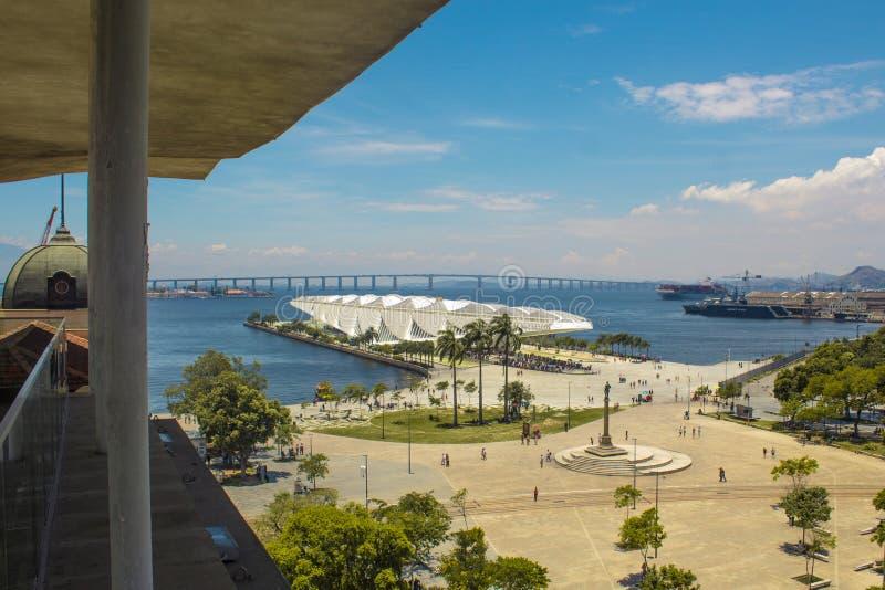 Взгляд музея завтра также известного по мере того как Museu делает Amanhã, от Рио Musuem искусства ПОВРЕЖДАЕТ точку зрения стоковая фотография