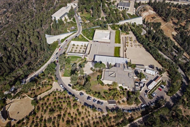 взгляд музея холокоста мемориального во взгляде сверху Иерусалима quadcopter Yad Vashem на горном склоне на окраинах  стоковые изображения rf