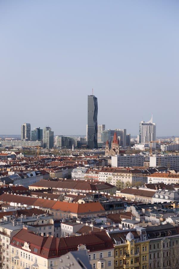 Взгляд над веной с горизонтом центра города Donau - Дуная в предпосылке стоковое изображение rf