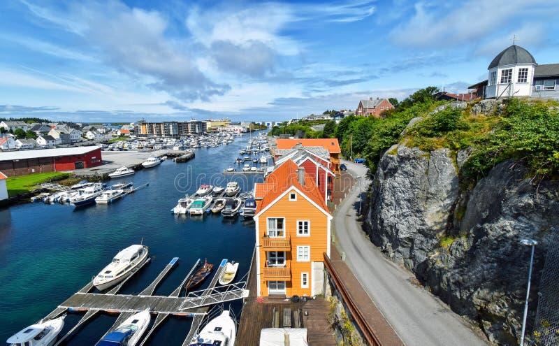 Взгляд над гаванью города Haugesund в Норвегии стоковое фото