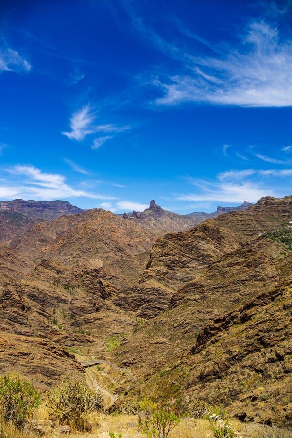 Взгляд над горами Гран-Канарии с Roque Nublo и Roque Bentayga стоковое изображение rf